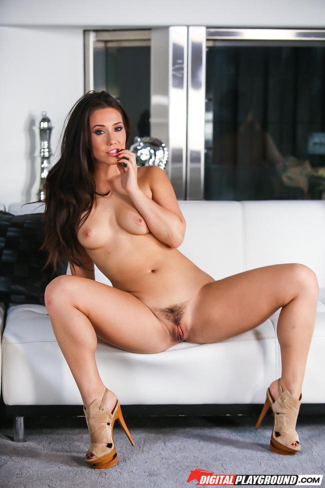 Eva Lovia 2